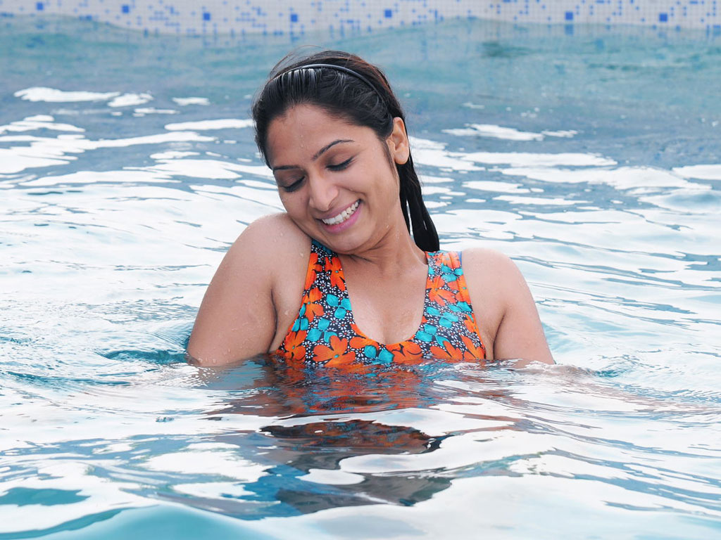 Swimming Pool Hq Movie Wallpapers Swimming Pool Hd Movie Wallpapers 25076 Filmibeat Wallpapers