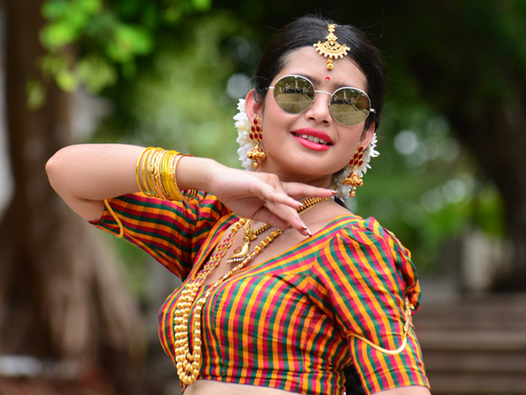 Telugu All Heroines Pictures Wallpapers: Raasi Wallpapers - 38318 - Filmibeat