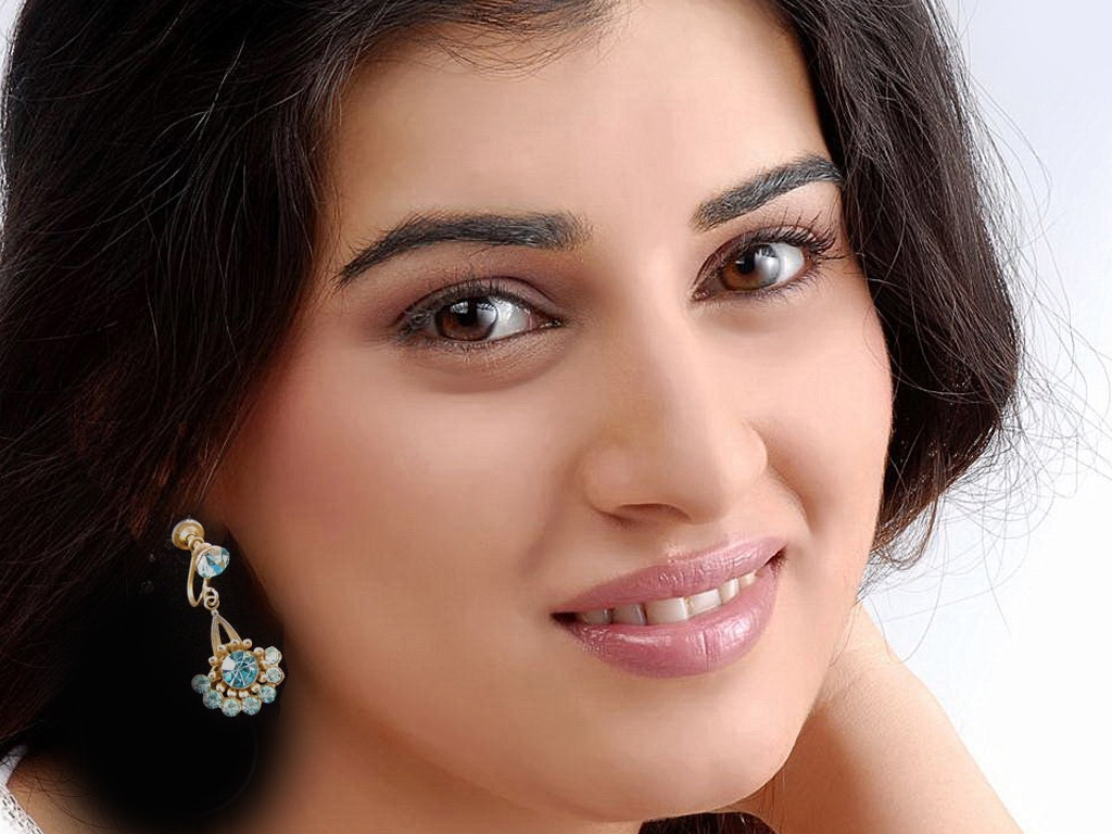 Archana aka veda sastry hq wallpapers archana aka veda sastry wallpapers 8269 filmibeat - Archana wallpaper ...