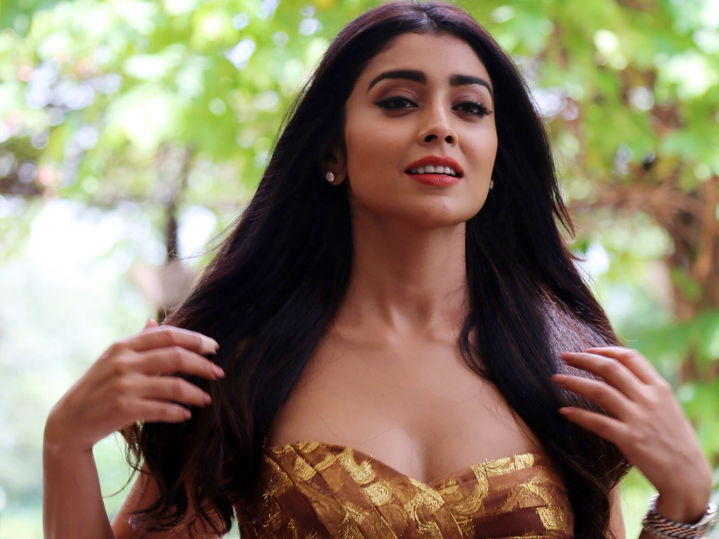 shriya saran hq wallpapers | shriya saran wallpapers - 23684