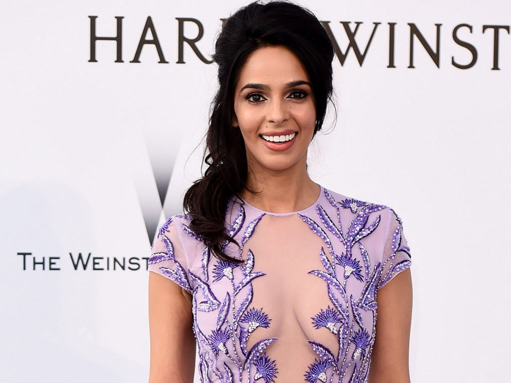 mallika sherawat wallpapers | download mallika sherawat wallpapers