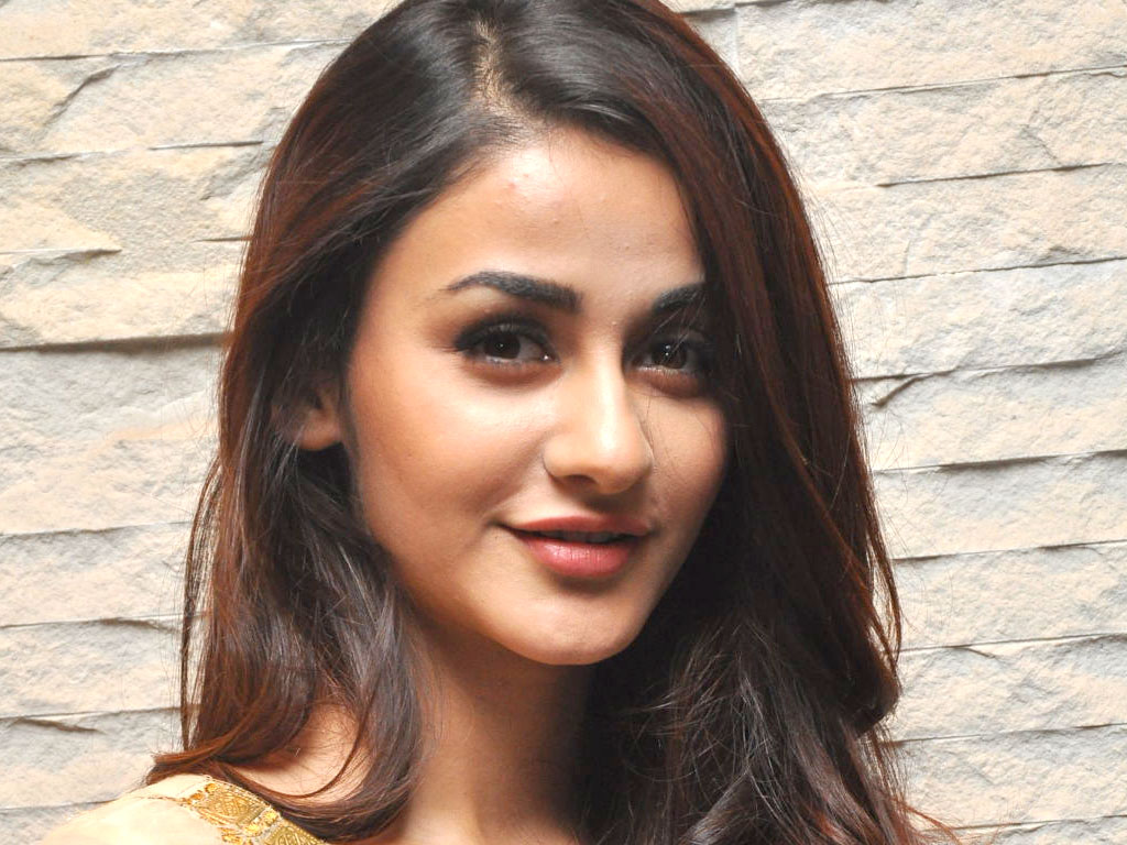 Aditi Arya Wallpaper Aditi Arya Hd Wallpapers Filmibeat