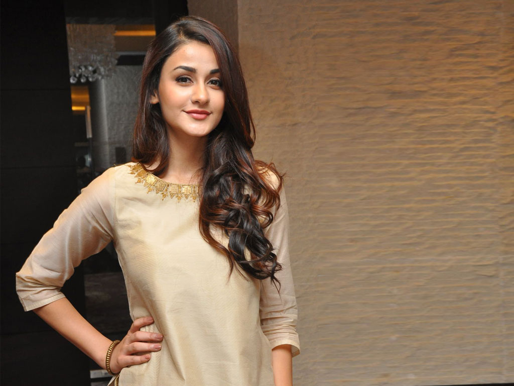 aditi arya wallpaper | aditi arya hd wallpapers - filmibeat
