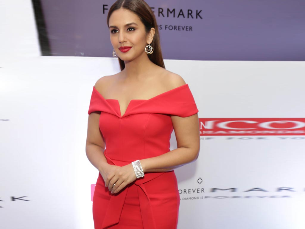 huma dating site Huma qureshi has made it clear that she will herself inform people about happenings in her personal life via her twitter account - sohail khan divorce: here is what huma qureshi has to say about dating salman khan's brother.