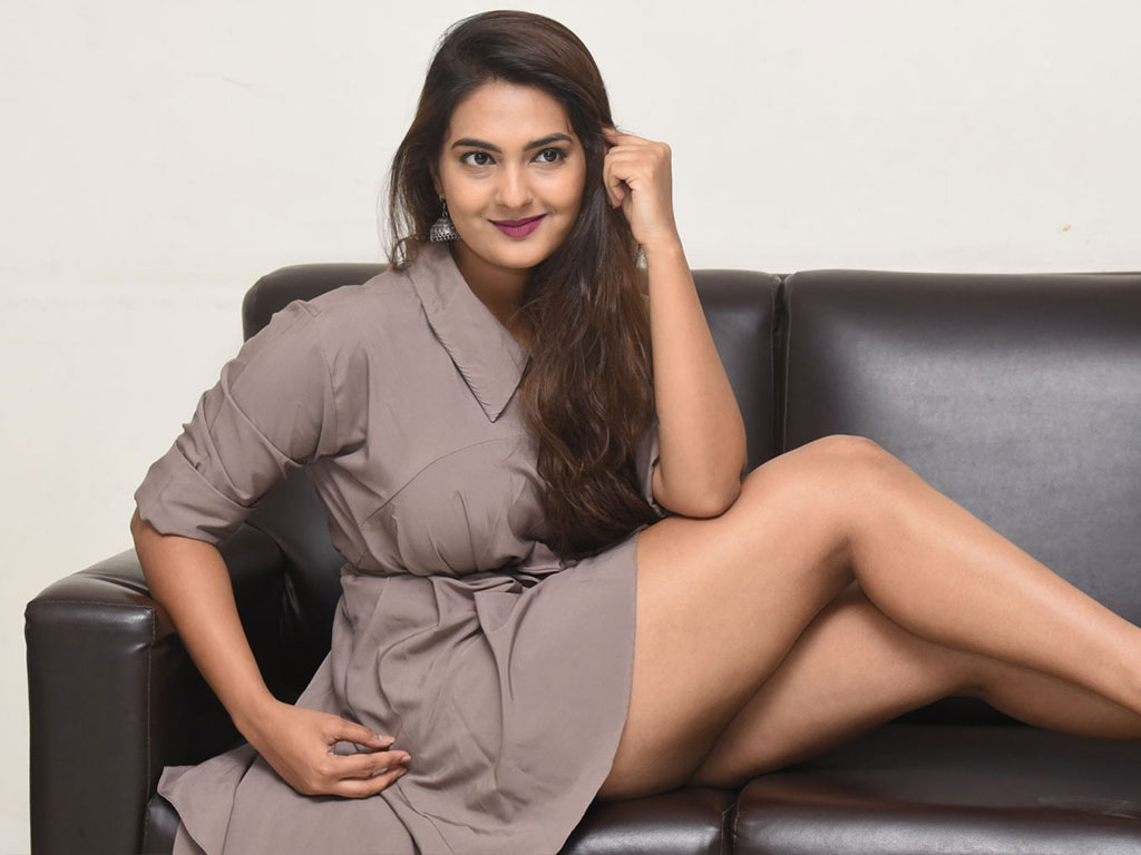 Download Wallpaper Of Telugu Actress Neha Deshpande