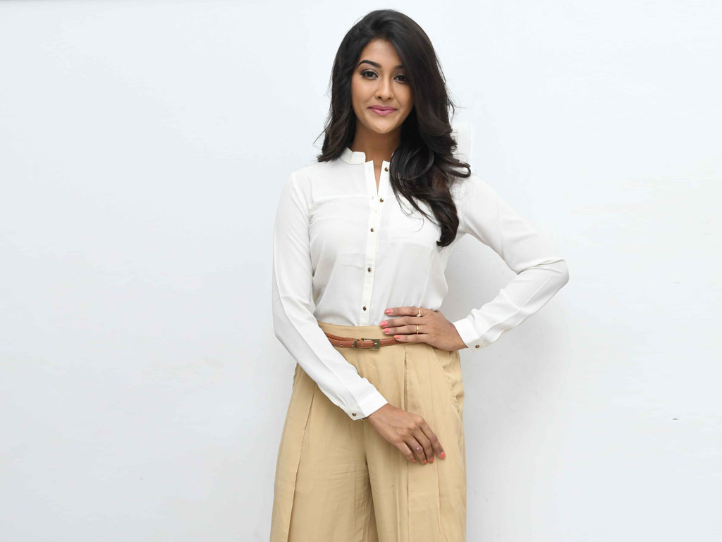 Pooja Jhaveri Wallpapers