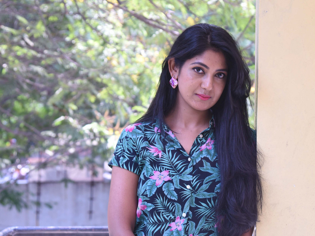 Yagna Shetty Wallpapers