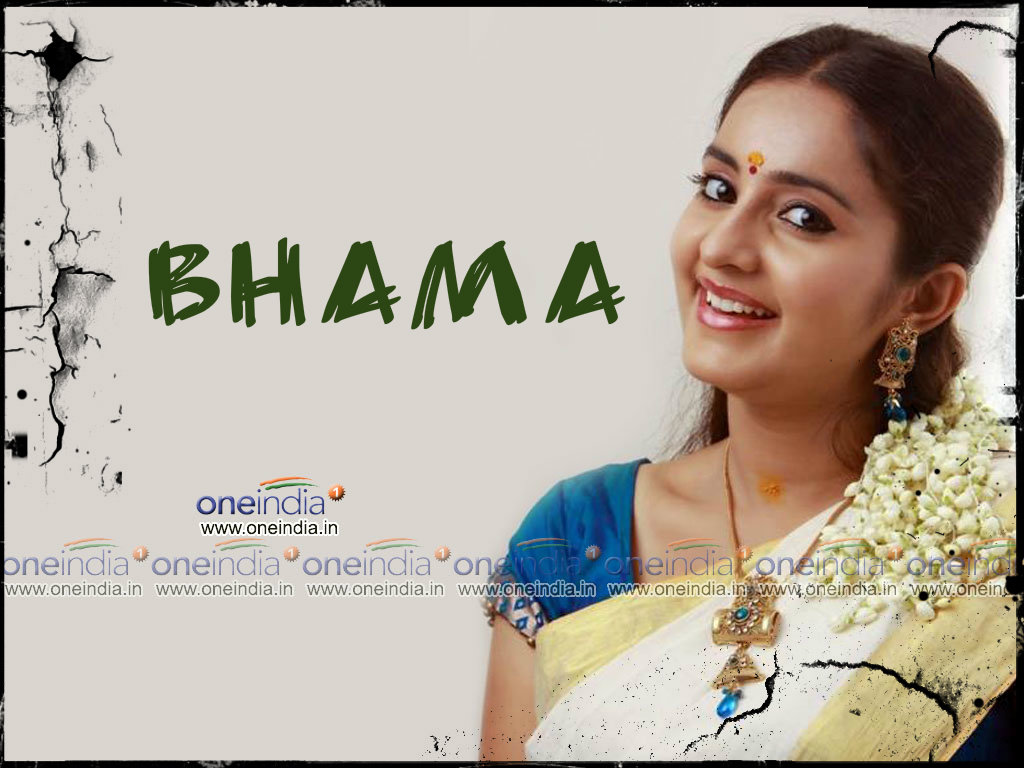Actress Bhama Wallpaper