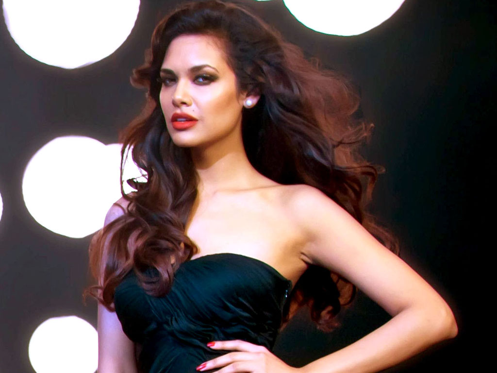 Esha Gupta Wallpaper